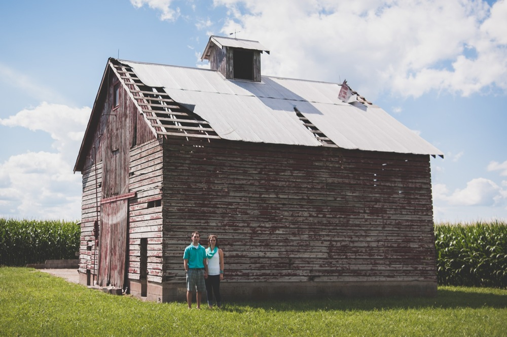 20130804151908_Chicago_engagement_photography_vintage_barn_outdoor.jpg