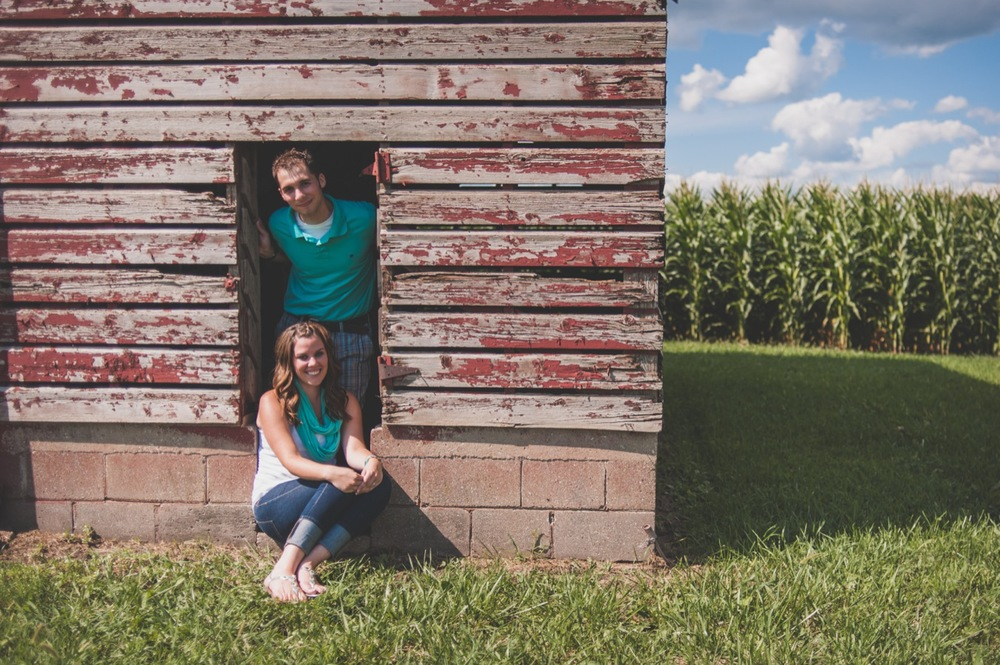 20130804152523_Chicago_engagement_photography_vintage_barn_outdoor.jpg