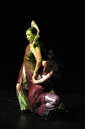 Sharna and Brigitta, TangoMujer 2004. Photo by Astrid Weiske