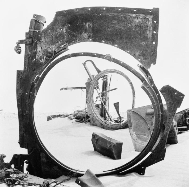 débris de tanks allemands Sidi Rezegh en Libye (CMB 2494). IWM