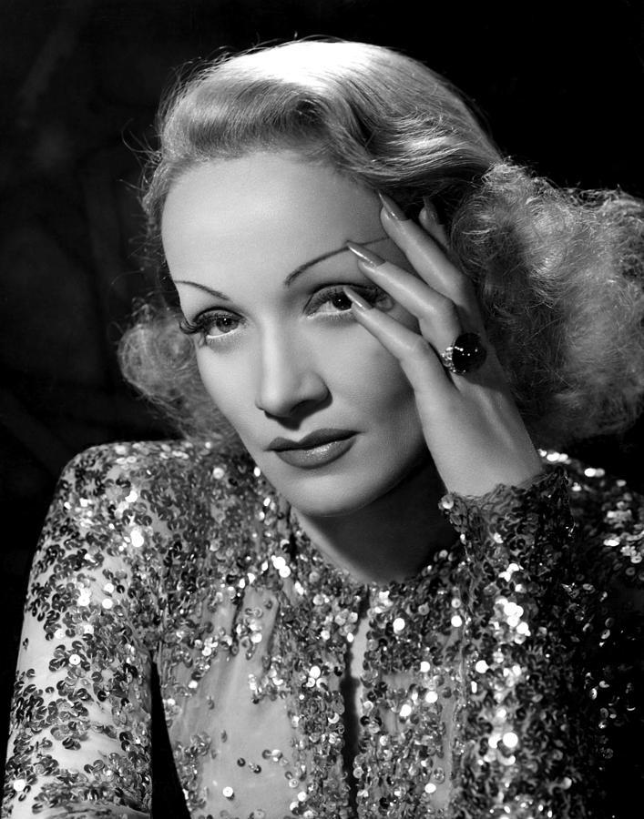 Marlene Dietrich dans Angel, par Everett