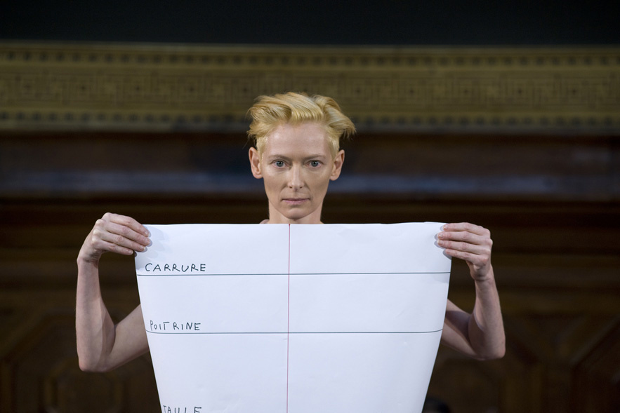 Eternity Dress. Tilda Swinton/Olivier Saillard. Amphithéâtre de l'ENSBA, Paris, nov 2013 photo Vincent Lappartient/Vogue.