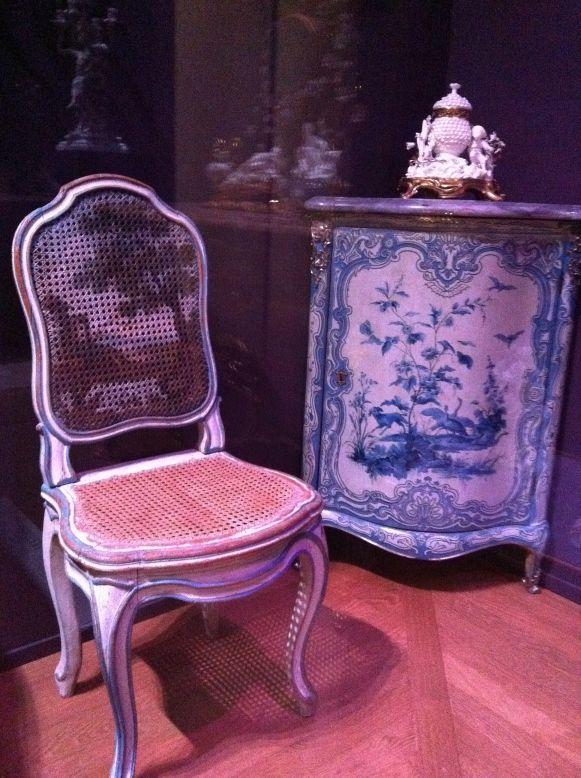 Chaise à la reine de Sulpice Brizard, hêtre sculpté et peint, vers 1765. Musée du Louvre