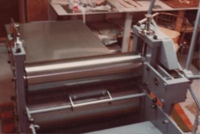 YR montó su primer estudio de grabado en el garaje de su casa en Anchorage con esta prensa del American French Tool Company (1978)