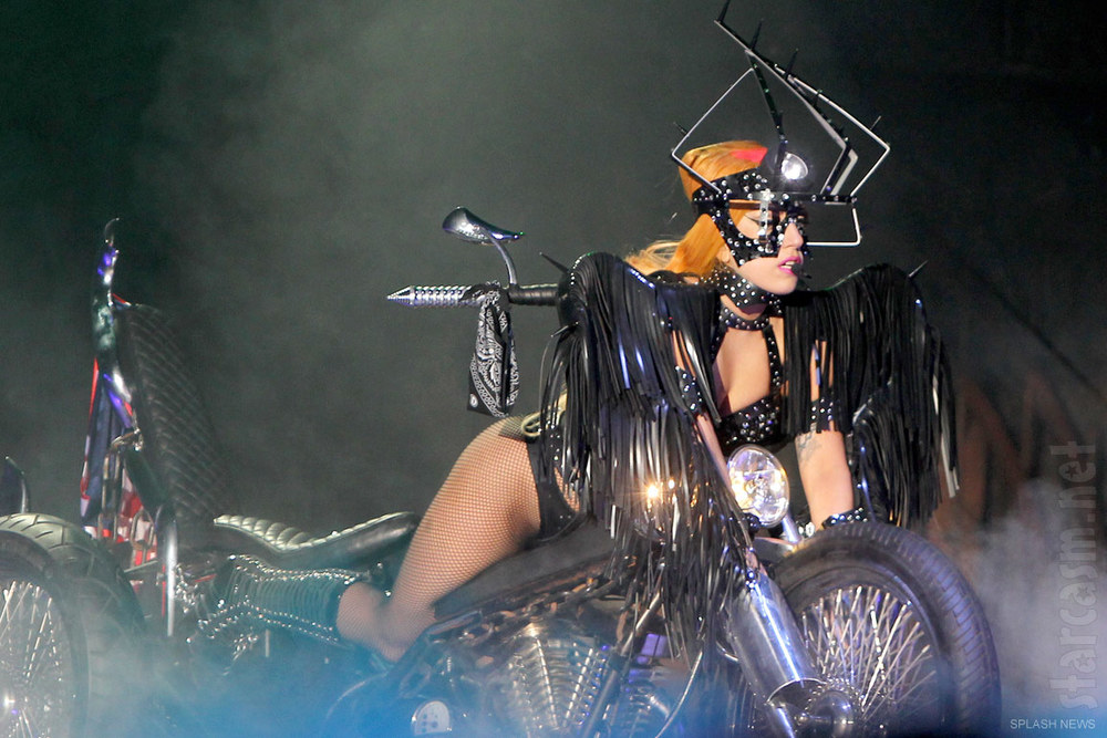 Lady_Gaga_Born_This_Way_Ball_costume