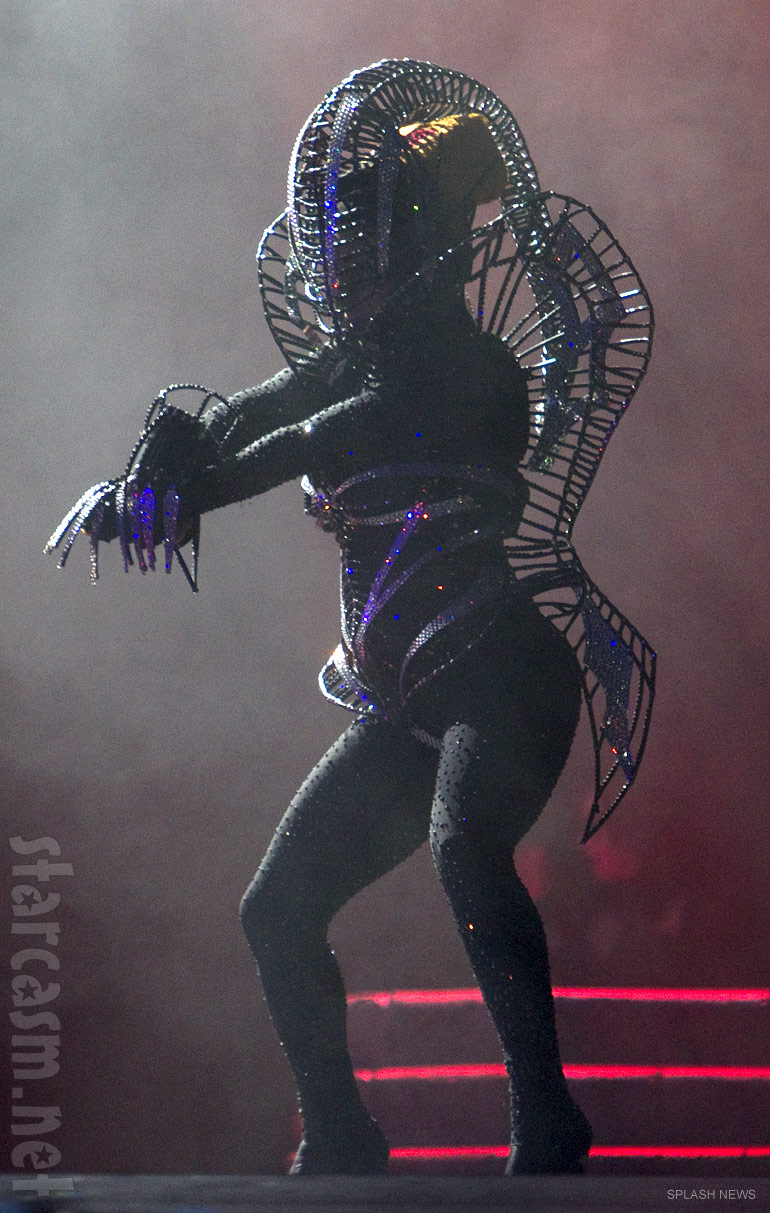 Lady_Gaga_Born_This_Way_Ball_costume_alien