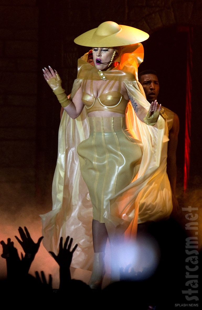 Lady_Gaga_Born_This_Way_Ball_costume_gold