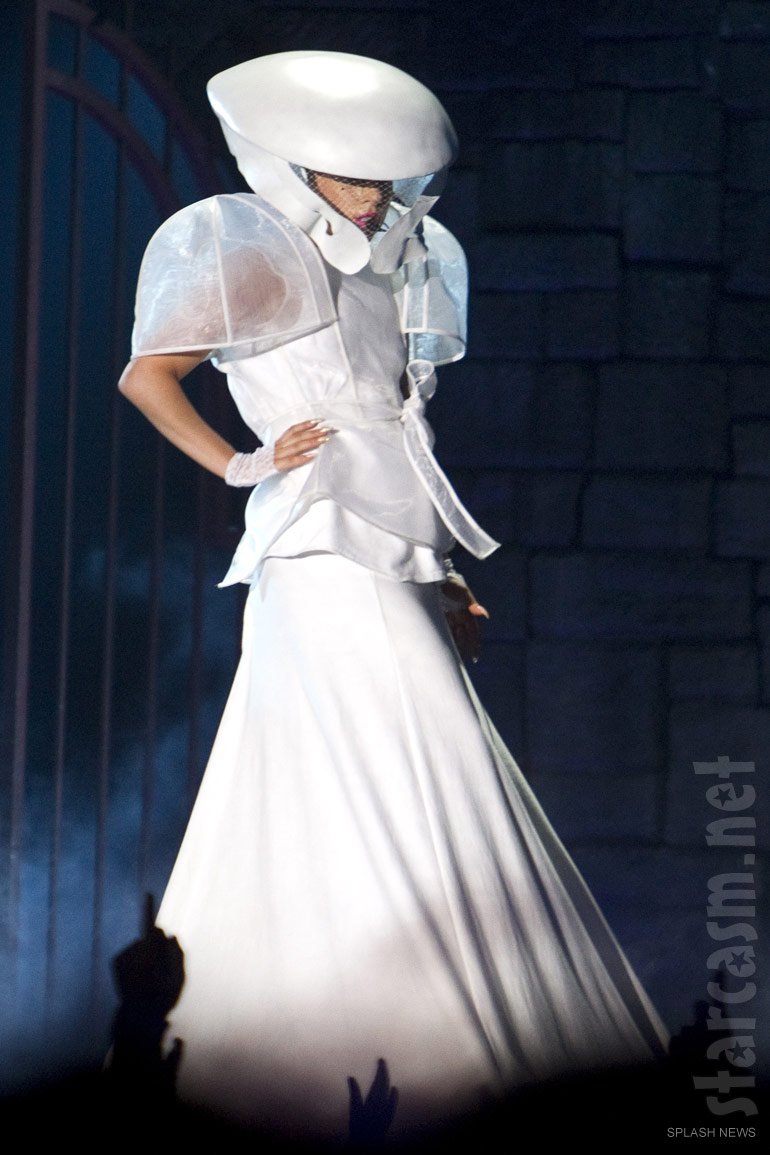 Lady_Gaga_Born_This_Way_Ball_costume_white_gown
