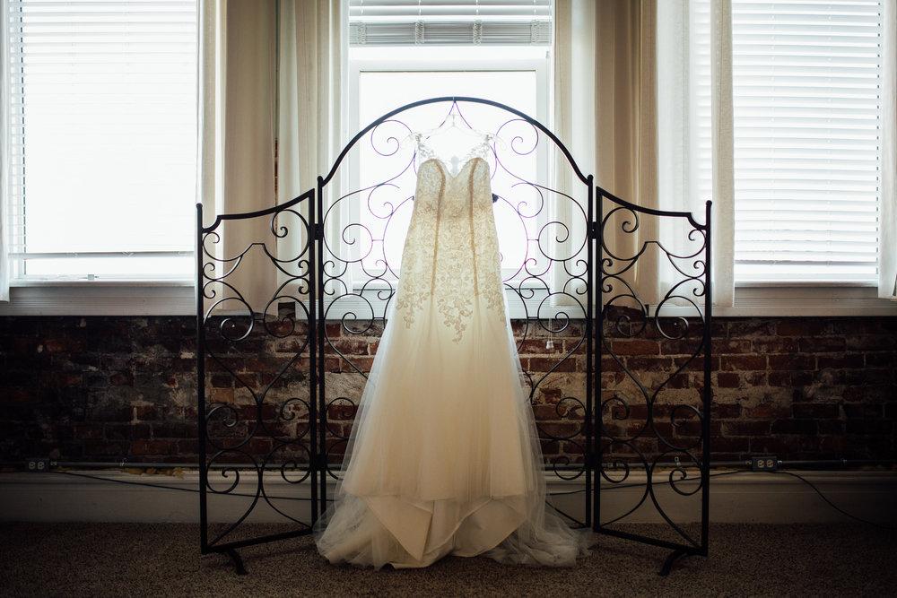 Cleveland, Ohio // lifestyle and documentary wedding // Sandusky, Ohio // Carrie Hall Photography