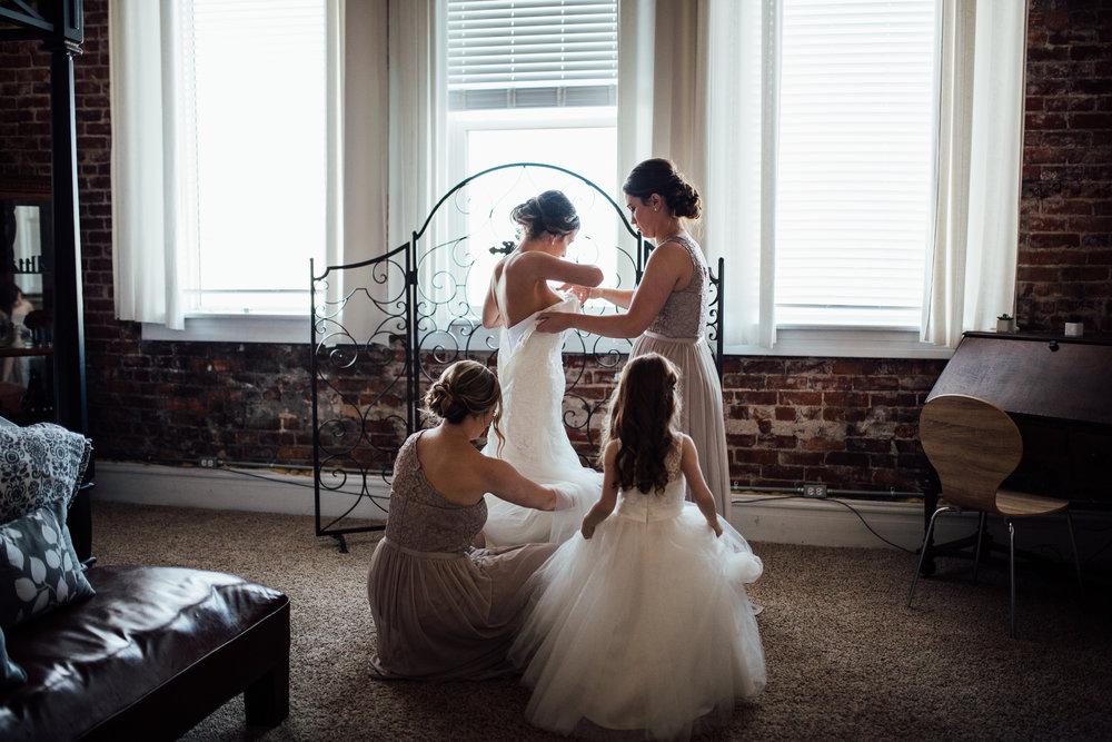 Cleveland, Ohio // lifestyle and documentary wedding photographer // Sandusky, Ohio // Carrie Hall Photography