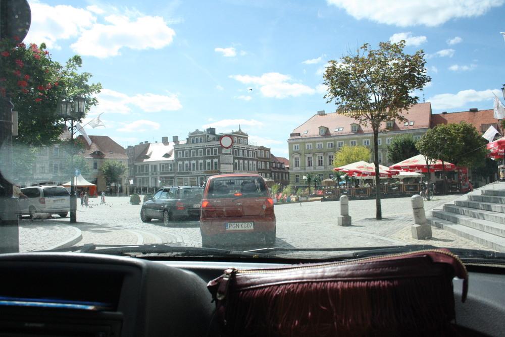 Caravana pela cidadezinha de Gniezno.
