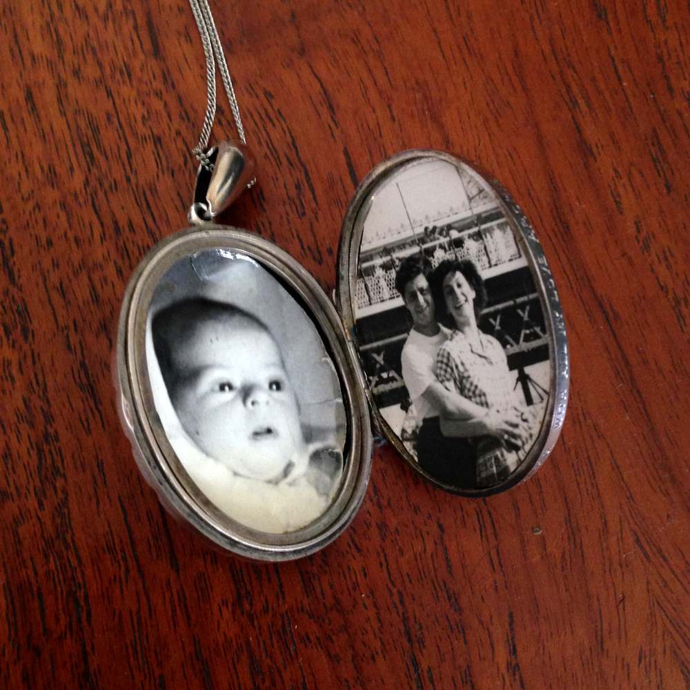 Locket oval inside.jpg