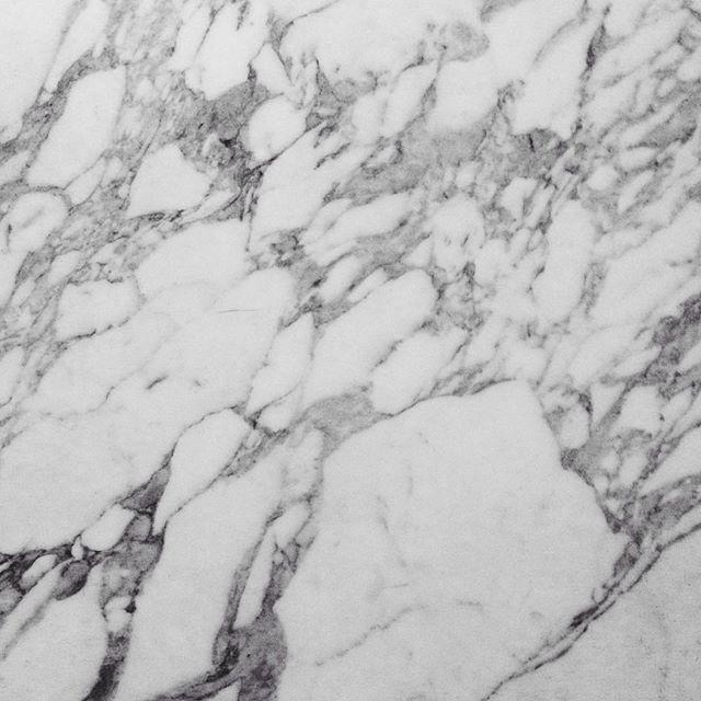 Mmmmmmmarble.  #marble #greymarble #blackandehite #walls #pattern