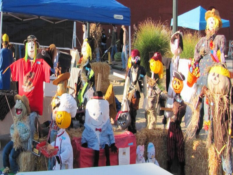 scarecrow convention.jpg