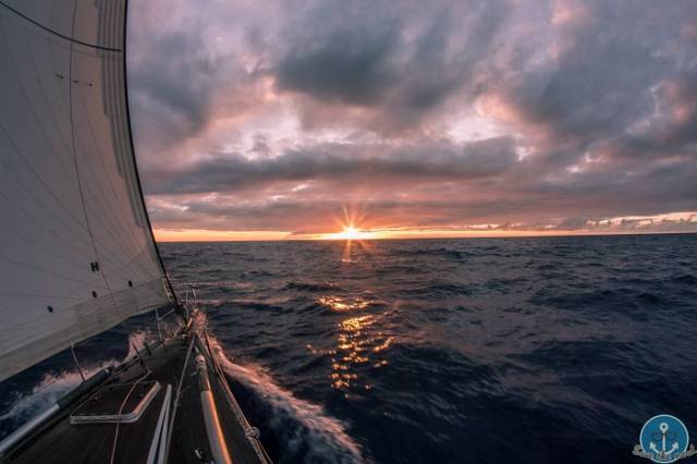Si susseguono albe e tramonti stupendi.........
