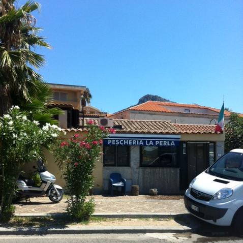 Pescheria La Perla,  Via Dei Caduti 61 -  tel:   0789 46240