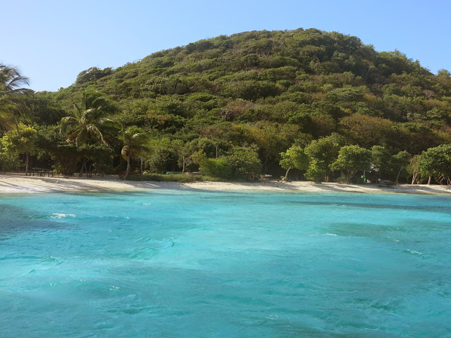 THE Beach at petit bateau ,tobago cays