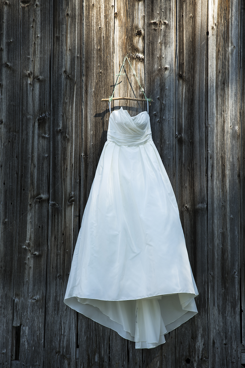 barn wedding dress.jpg