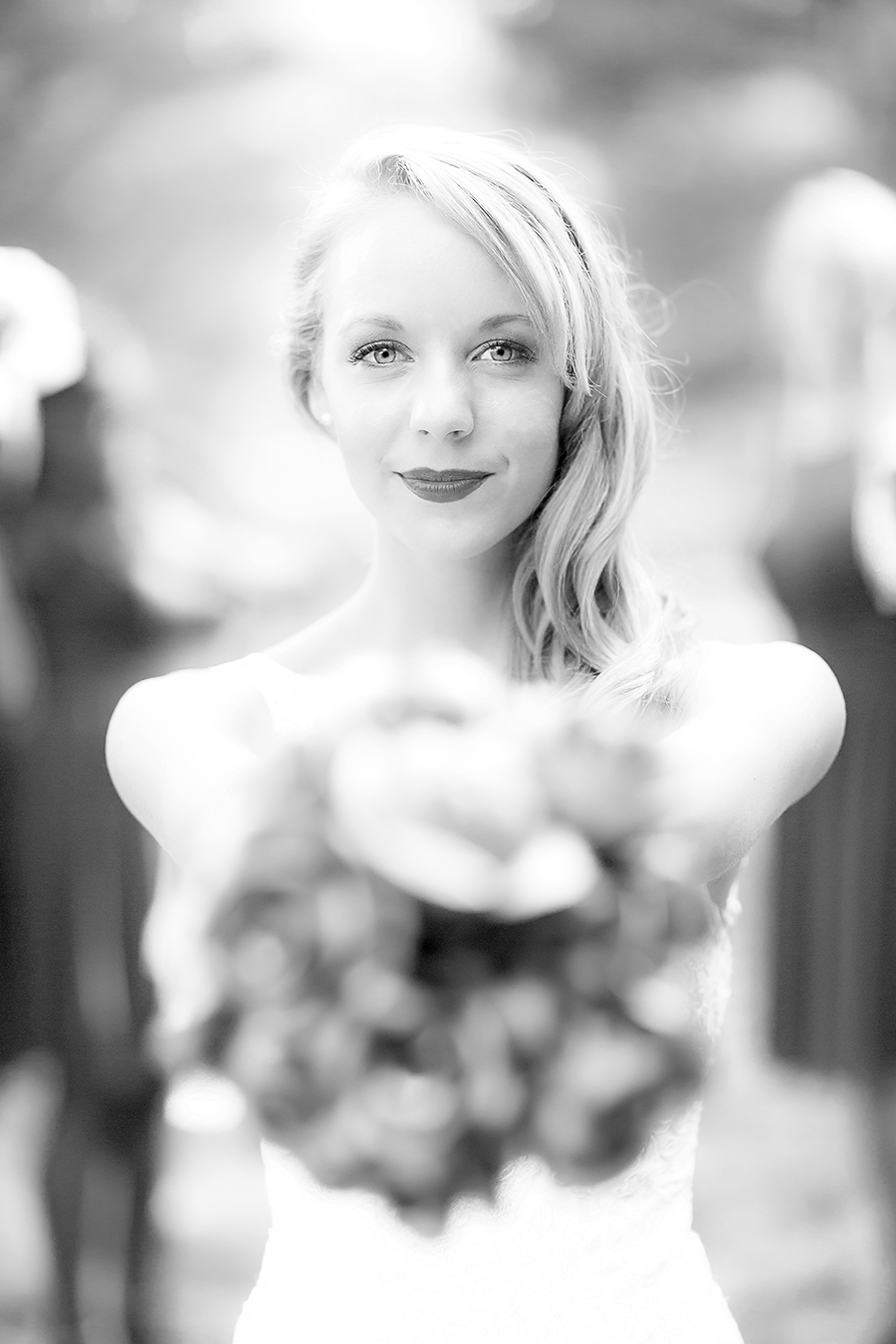bouquet & blue eyes(WEB)(B&W).jpg