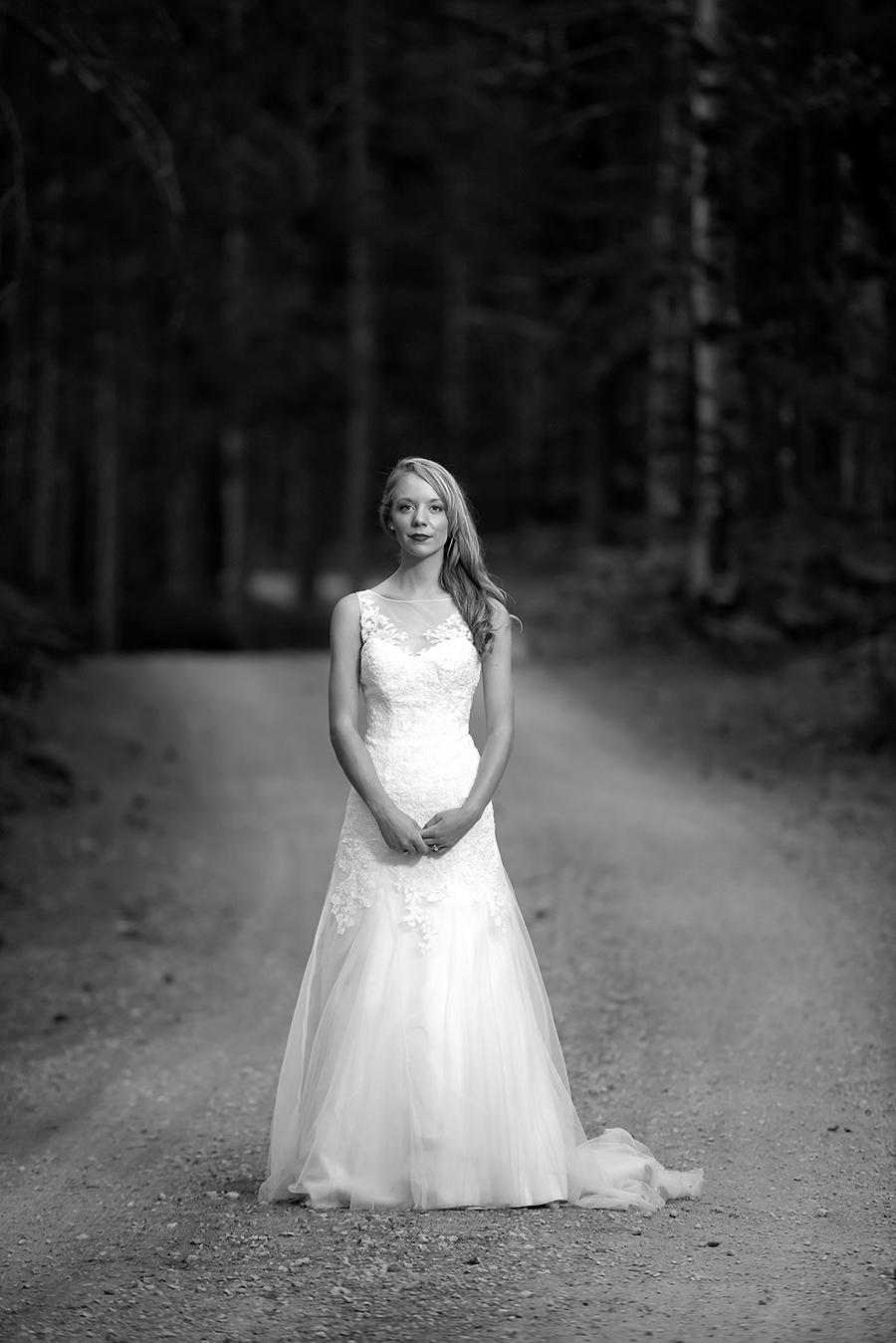 bride solo gravel(WEB)(B&W).jpg