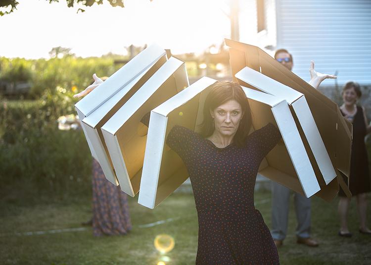 cardboard lady#2(WEB).jpg