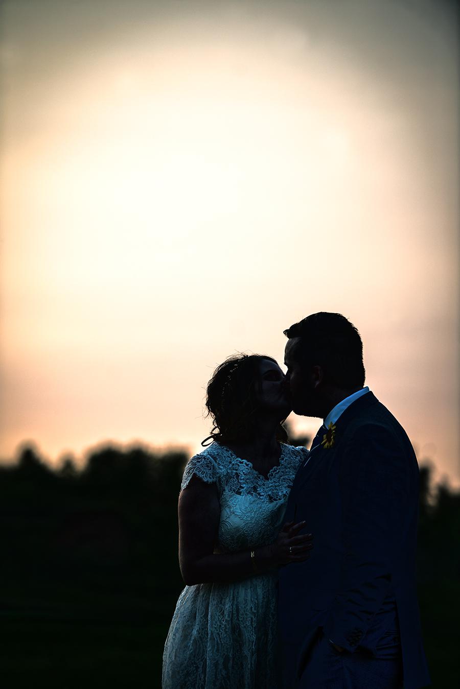 dusk kiss(WEB).jpg