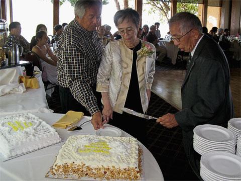 Kiyo and Sumi cutting anniversary cake