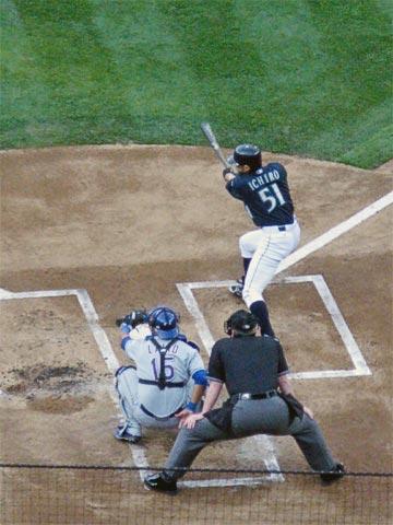 Ichiro getting a hit, 1-June-2007