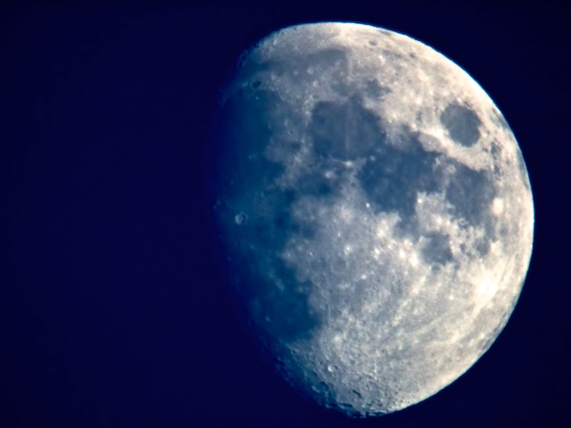 Moon. Bushnell Spacemaster, 1200mm f/20, 1/125, ISO 800.