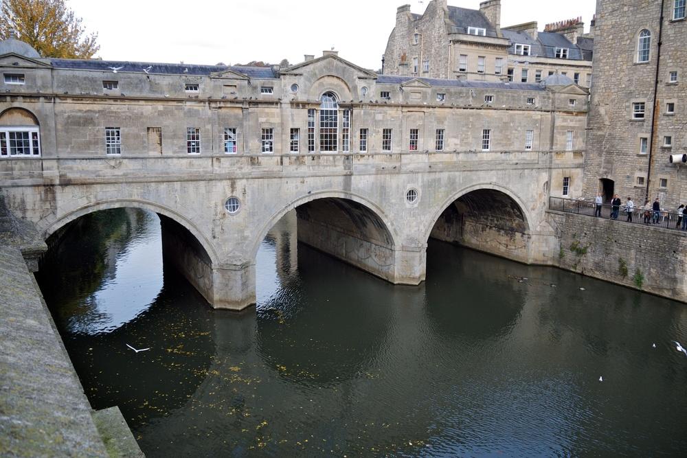 The shop-laden Pulteney Bridge crosses the River Avon