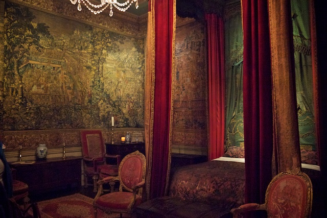 The Queen Anne room, which includes tapestries covering the walls