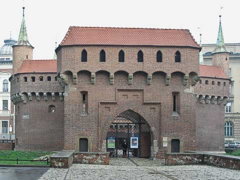 This Barbican (Barbakan) stands north of the Florian Gate (Brama Floriańska) of the city walls. It provided extra fortifications to weak sections of the walls.