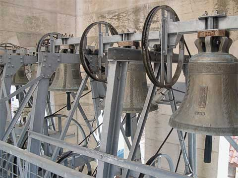 Presumably the bells ring, but fortunately that didn't happen when I walked past them. There were four larger bells right underneath these.