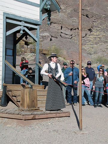 What's an Old West themed attraction without a gunfight show?