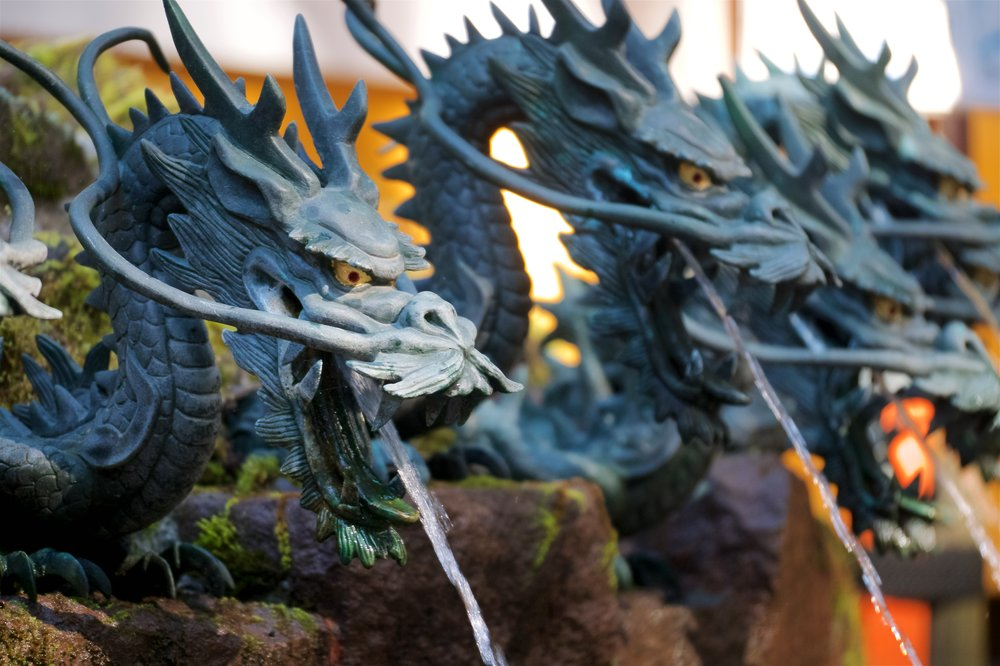 Dragon spouts for the inner hand washing station