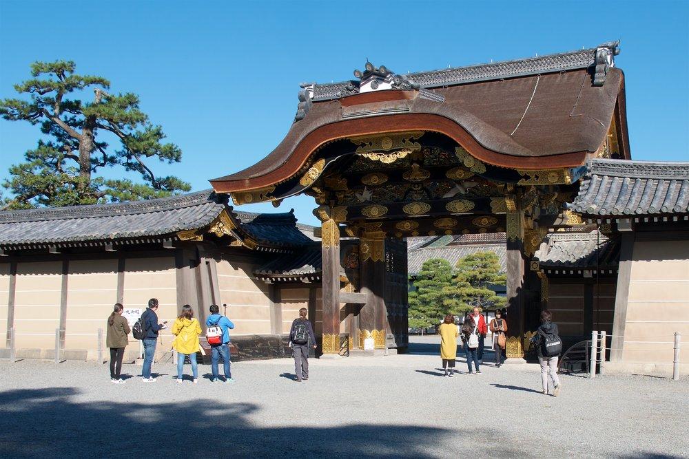 Karamon in front of Niomaru Palace