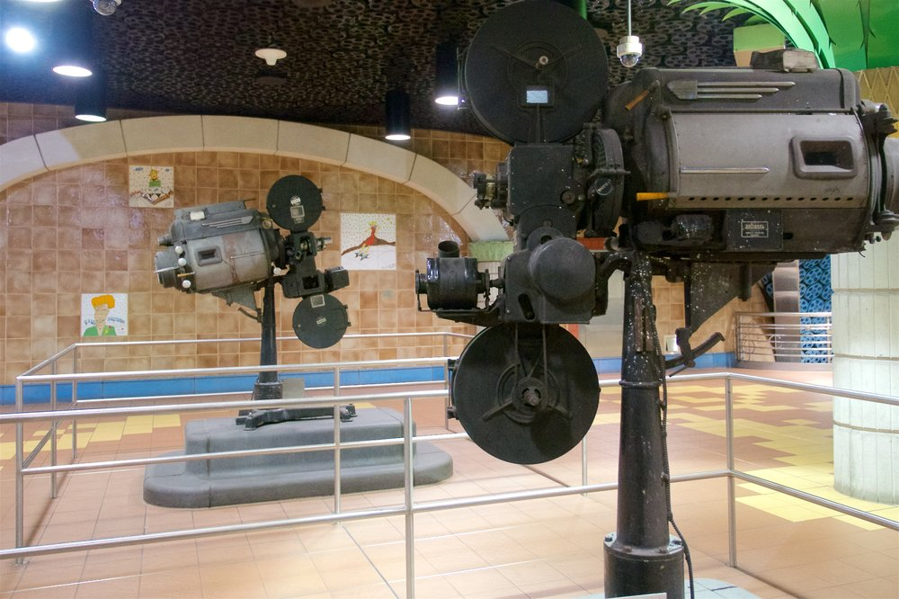 Projectors, Hollywood and Vine stations
