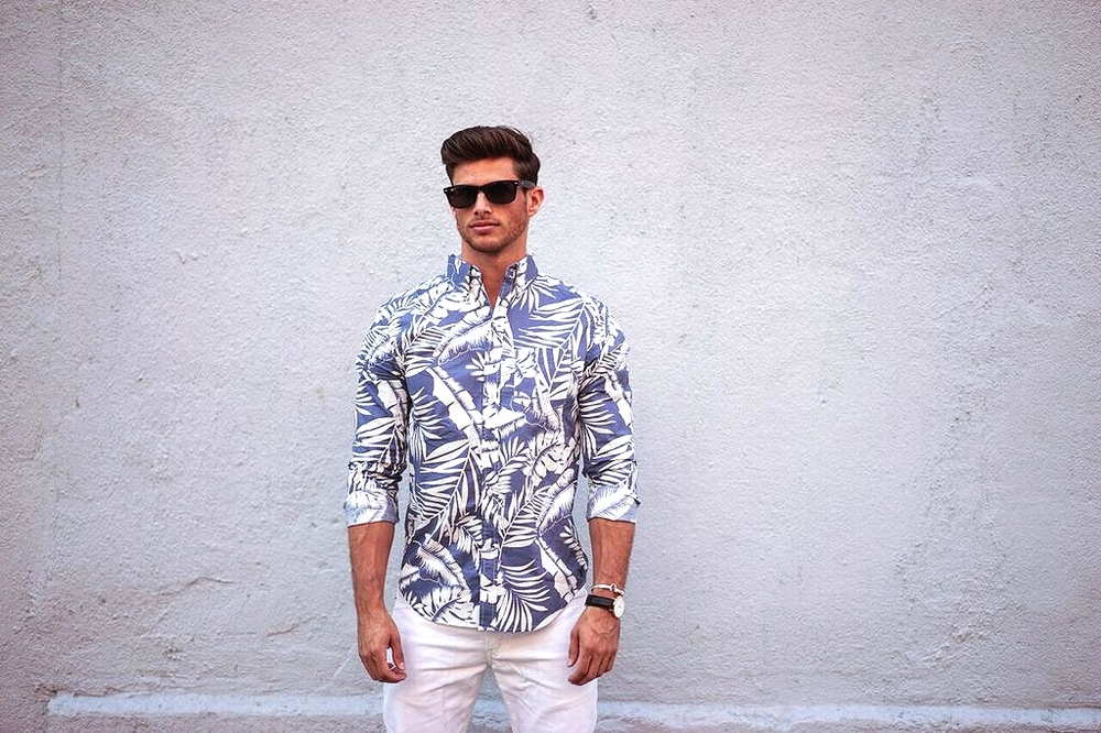 Barrett wears AEO Blue & White Fern Printed Button Down, White Levis, Raybans & Daniel Wellington Watch.