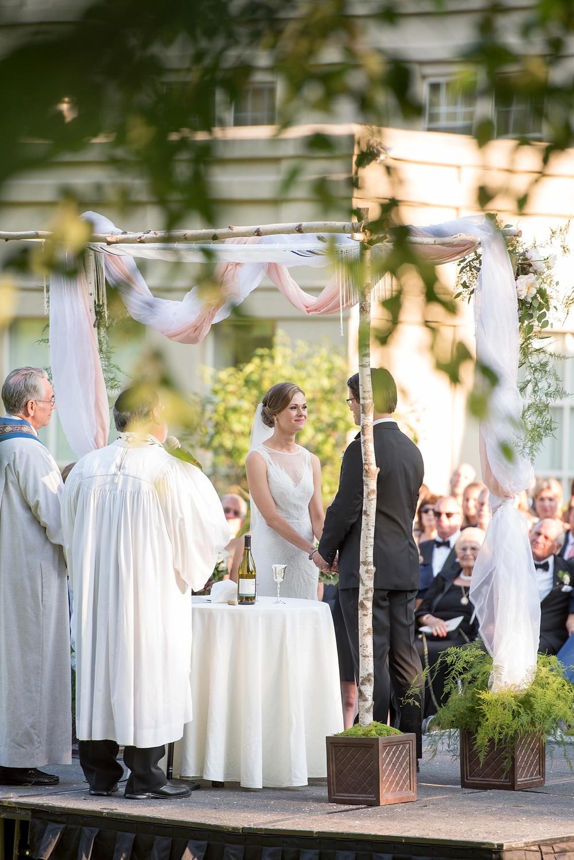 mikkelpaige-full_aperture_floral-pearl_river_hilton_wedding_0025.jpg