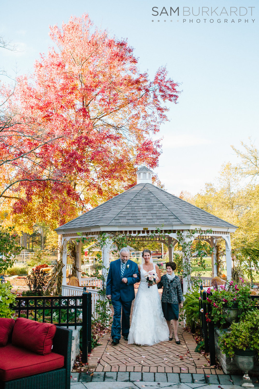 samburkardt_pond_house_hartford_wedding_fall_0040.jpg