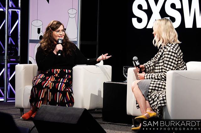 Lovely @aidybryant interviewing @elizabethbanks at @Sxsw 🤩📸