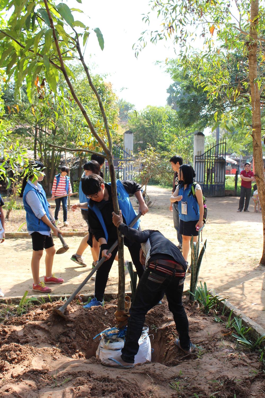Tree-planting. 꿈과 희망을 상징하는 나무를 심으면서..