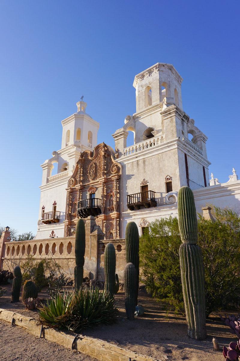 © 2018 Louise Levergneux. San Xavier Mission, Tucson, Arizona. /  La mission San Xavier, Tucson, Arizona.