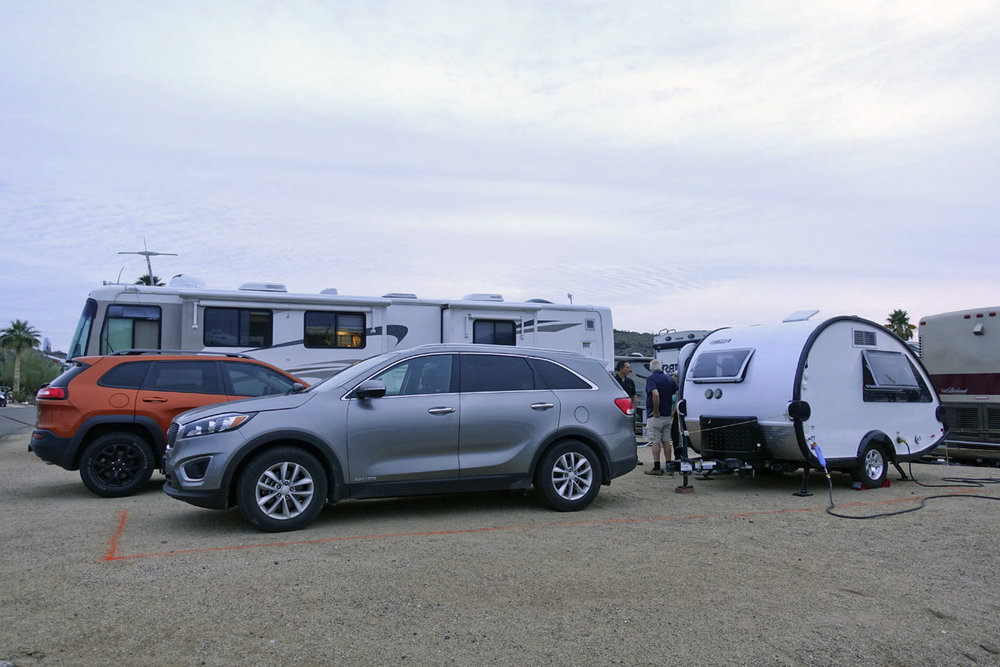 © 2018 Julie Bennett from RVLove. Marc, Michael and I talk candidly about our rigs, with the RVLove Jeep Cherokee Trailhawk in the background /  Marc, Michael et moi parlons franchement de nos caravanes, avec la Jeep Cherokee Trailhawk de RVLove à l'arrière-plan