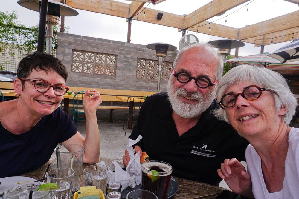 © 2018 Louise Levergneux. We stop for a bite to eat at Otro Restaurant in Phoenix, we end up tasting a beer and a margarita /  Nous arrêtons pour manger un petit quelques choses au Restaurant Otro à Phoenix, et nous finissons par goûter de la bière et une margarita