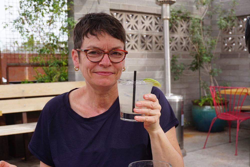 © 2018 Louise Levergneux. Flavie tastes her first margarita served in an old fashioned glass! /  Flavie qui goute sa première margarita servie dans un verre à l'ancienne