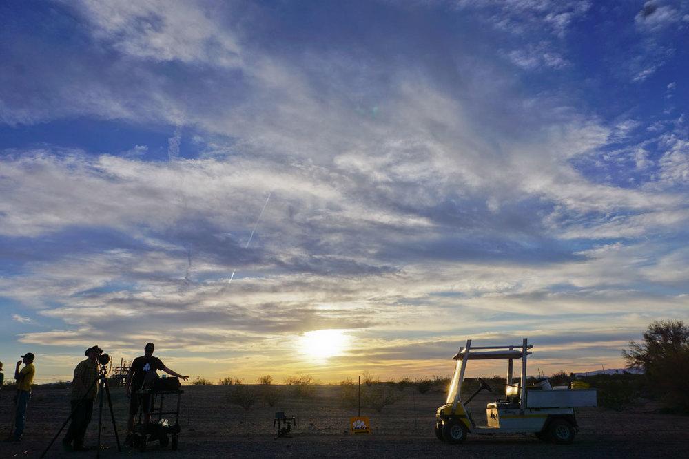 © 2018 Louise Levergneux. The sun reaches the horizon as the photo shoot comes to an end /  Le soleil atteint l'horizon comme la séance photo se termine