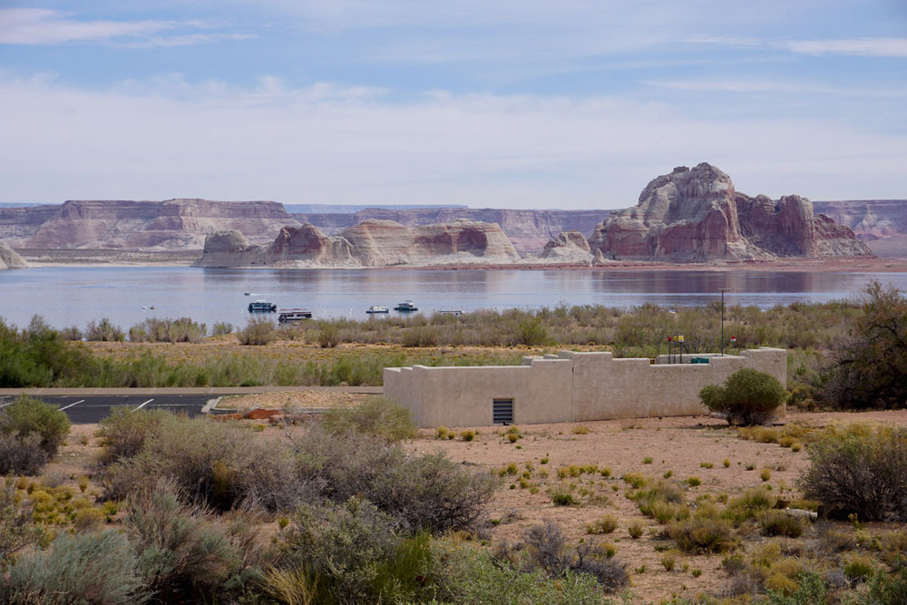 © 2018 Louise Levergneux. The magnificent view from our site at Page Lake Powell Campground /  Une vue magnifique de notre site au camping Page Lake Powell