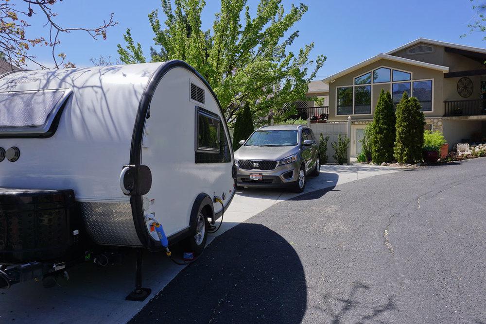 © 2018 Louise Levergneux. Linda and Marty, our dear friends from Sandy, Utah, generously offer us the best camping site /  Linda et Marty, des chers amis à Sandy, Utah, nous offre généreusement le meilleur terrain de camping