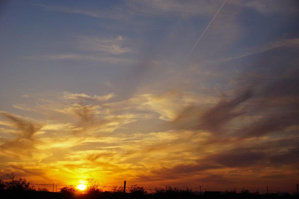 © 2018 Louise Levergneux. Our last sunset, the sky fills with amazing colours /  Notre dernier coucher du soleil, le ciel deveint rempli de couleurs stupéfiantes